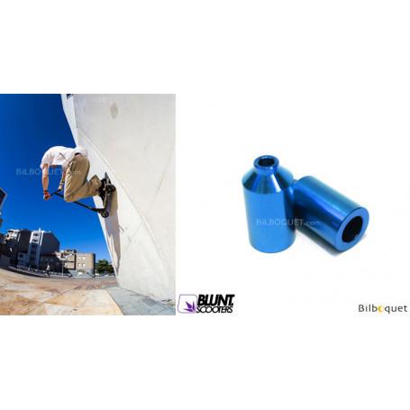 Une paire de pegs bleus - Accessoire Trottinette - Blunt